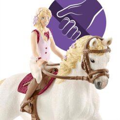 Sofia dat kan paardrijden zitten en iets vast grijpen